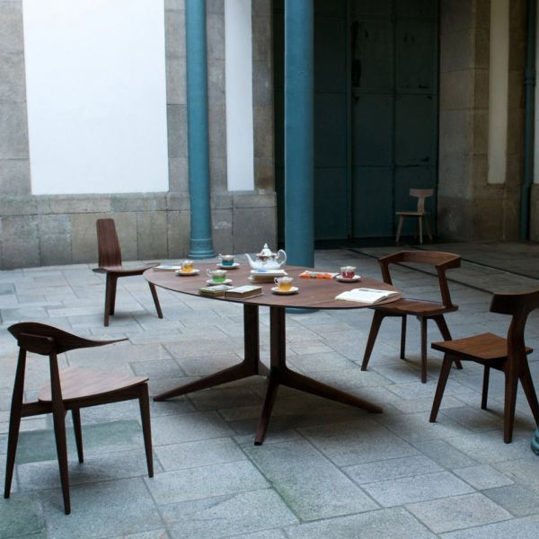 LIGHT OVAL DINING TABLE by MATTHEW HILTON for De la Espada
